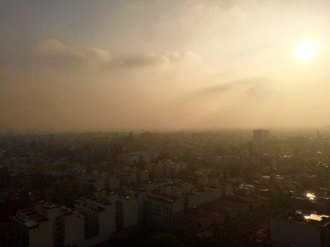 160414 juev Amanecer con toda la contaminación Benito Juarez @perianez1