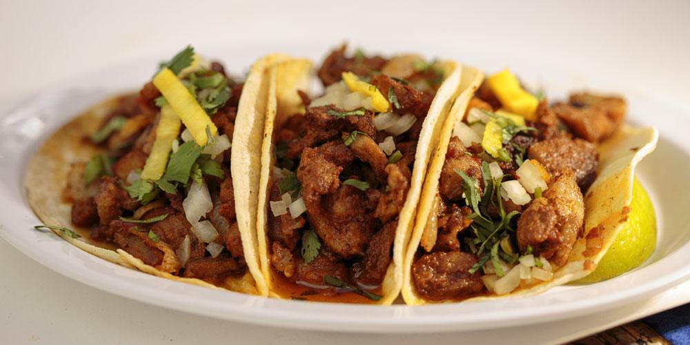 tacos-al-pastor-cebolla-tortilla