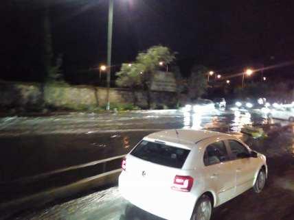 Encharcamientos en Xochimilco . Vía Inuzney Aicilag, en Tlahuac Denunciometro