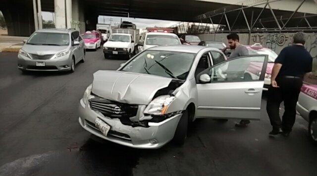 Jueves 15 de junio Accidente en Eje 3 Oriente Av. 5 Vía @alertasurbanas.