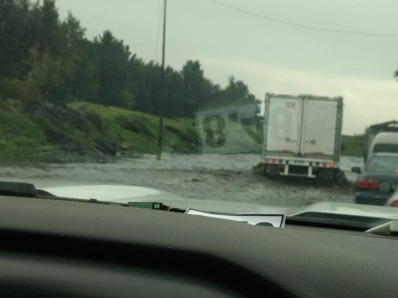 Inundación en Periférico Oriente a la altura de Bordo de @mad1 2