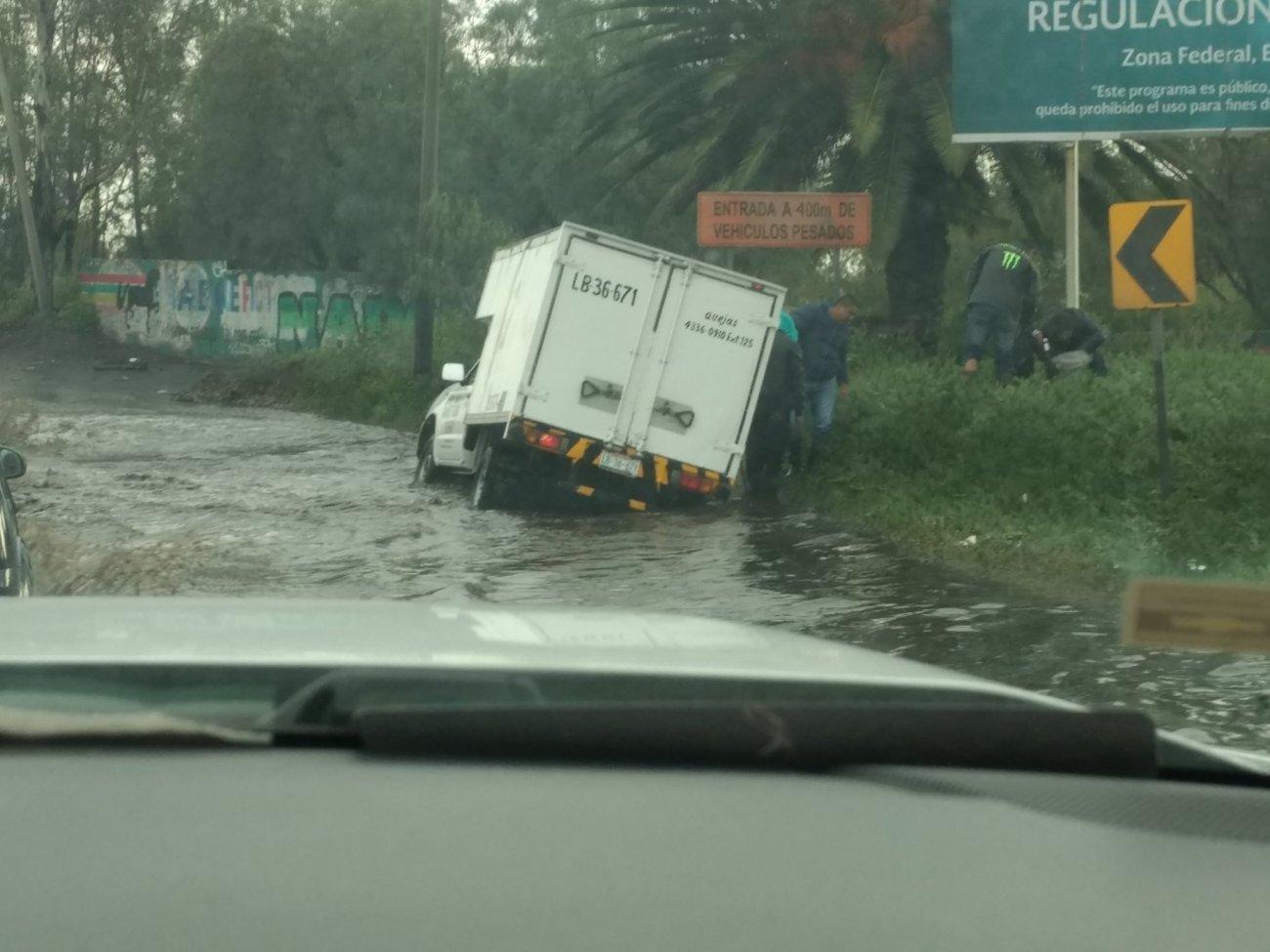Inundación en Periférico Oriente a la altura de Bordo de @mad1