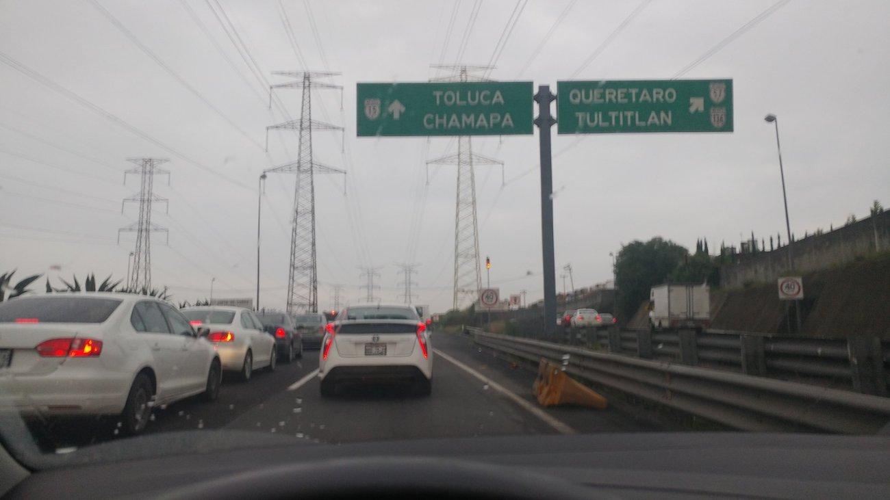 Tránsito intenso para ingresar a Cuautitlan Izcali dirección La Venta, autopista Chamapa Lechería Vía @ArmnasZiga