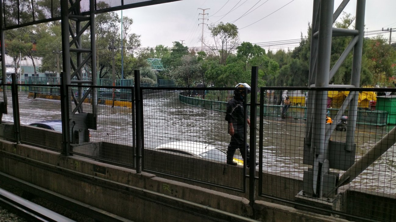 Zona de Circuito interior Metro Oceanía colapsado, no pasen es un caos. Vía @PardueCorner9 2