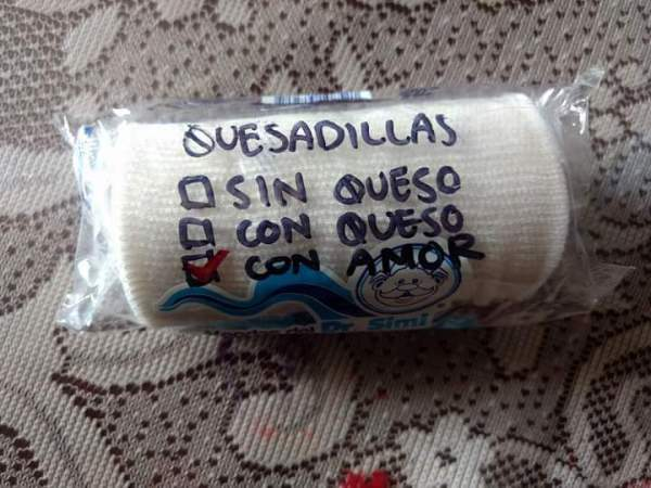 Gente escribe mensajes en los productos que dona para levantar ánimo de afectados por