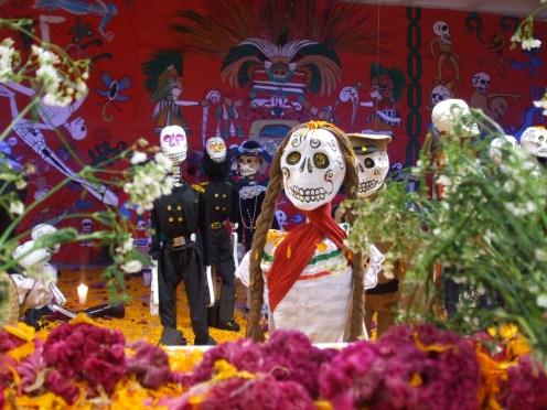 Ofrenda_día_de_muertos_Revolución_Mexicana_detalle.JPG