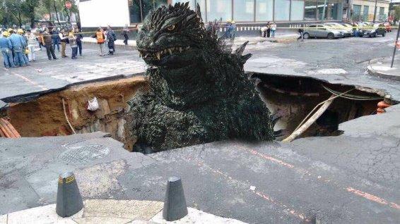 Agosto meme Las intensas lluvias provocan un socavón en la zona de Reforma