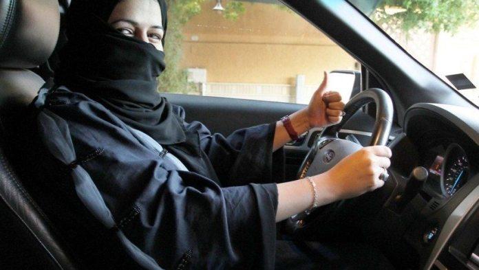Mujer-árabe-manejandoa6550543
